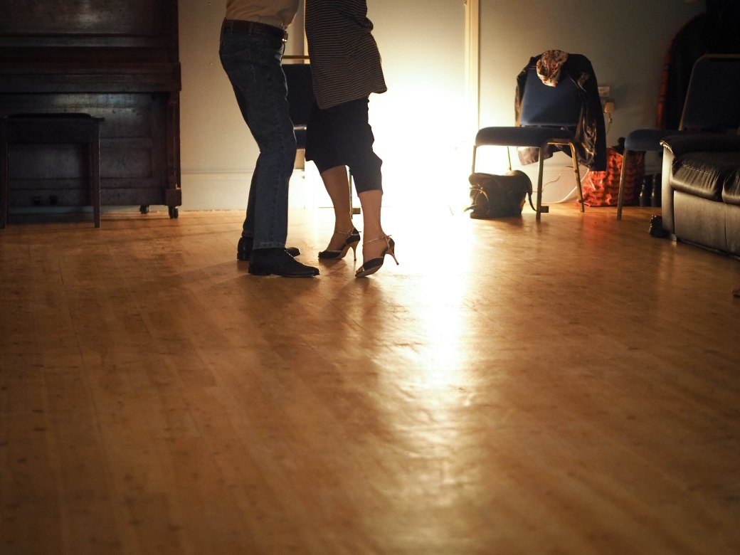 A Tango session in the hall